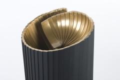 A kut (120x35,5x35 cm, hegesztett, festett acel, 2015)